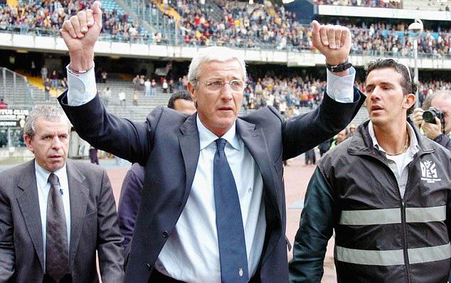 Marcello Lippi celebrando uno de los numerosos títulos con la Juve