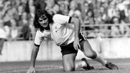 Entre 1974 y 1984 George Best pasó por innumerables equipos de varias ligas. En la imagen con la camiseta del Fulham.