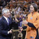 Steve Nash fue dos veces galardonado como MVP de la NBA.