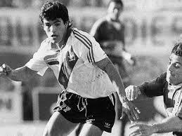 Histórica foto del debut de Ariel Ortega en River.