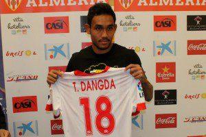 Top 10 futbolistas de países raros Teerasil Dangda (Tailandia)