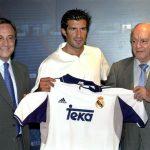 Figo es presentado en el Bernabéu junto a Florentino y Di Stéfano.