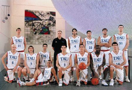 Plantilla del Tau en la temporada 2004/05.