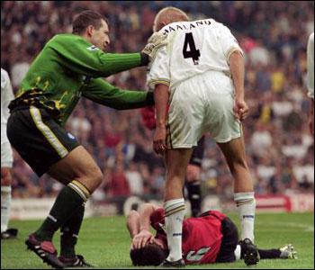 El entradón de Roy Keane. Haaland recrimina a Keane fingir una lesión. Fuente: www.eslaligapostobon.com.co