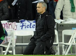 Mourinho presencia la tanda de penales en el Real Madrid- Bayern Munich.Mourinho contra Barcelona