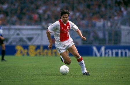 Jari Litmanen en un partido del Ajax.