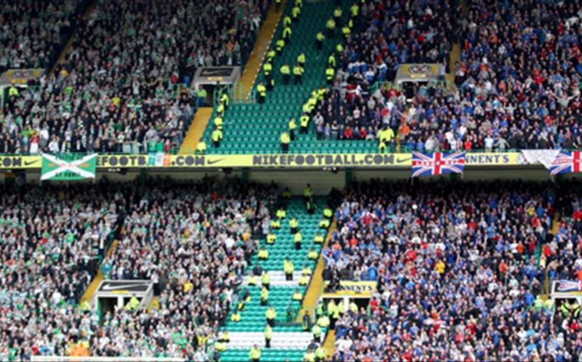 Henrik Larsson. Aspecto de la grada en un Celtic-Rangers. Vía: sport.com