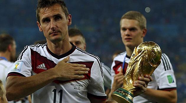 Klose con el Mundial ganado en Brasil en 2014.