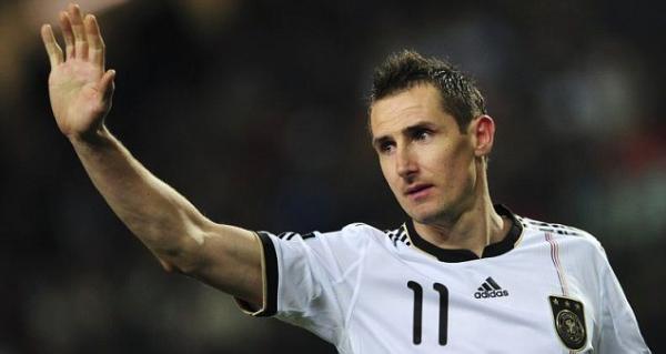 Klose en un partido con Alemania.