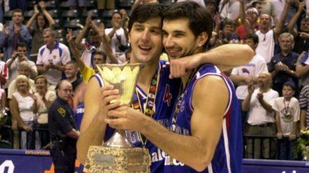 Peja Stojakovic junto con Bodiroga condujeron a Yugoslavia a ganar el Mundobasket de 2002.