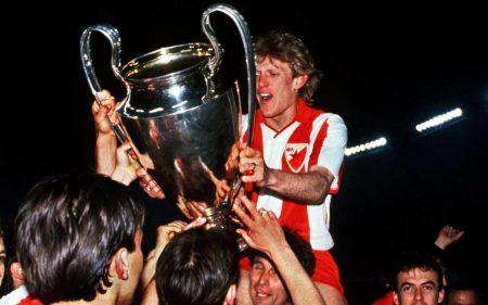Un joven Prosinecki celebra la Copa de Europa conseguida con el Estrella Roja en 1991