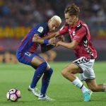 Llorente disputando un balón ante Neymar la temporada pasada.