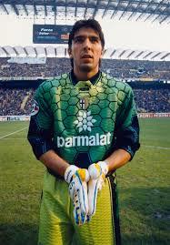 Buffon con la camiseta del Parma en sus primeros años. Mil partidos de Buffon