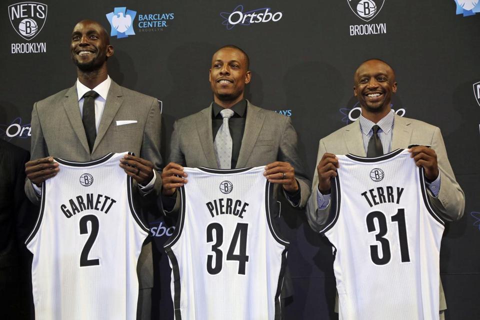 Kevin Garnet, Pierce y Terry presentándose con los Nets. La reconstrucción de los Nets