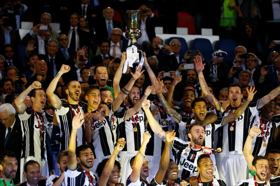 Promesa de la Juve. Juventus levantando Copa Italia