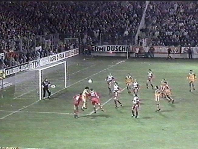 El gol milagroso de Bakero ante el Kaiserslautern, clave para el Barcelona campeón de Europa en 1992. Falso9Sports