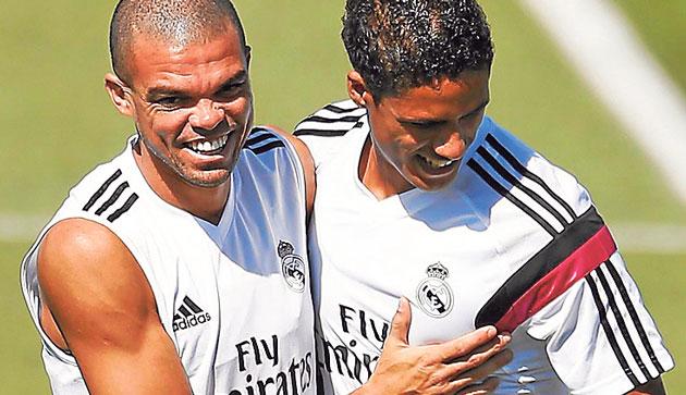 Pepe siempre ha tenido una rivalidad sana con Varane. Fuente: Google
