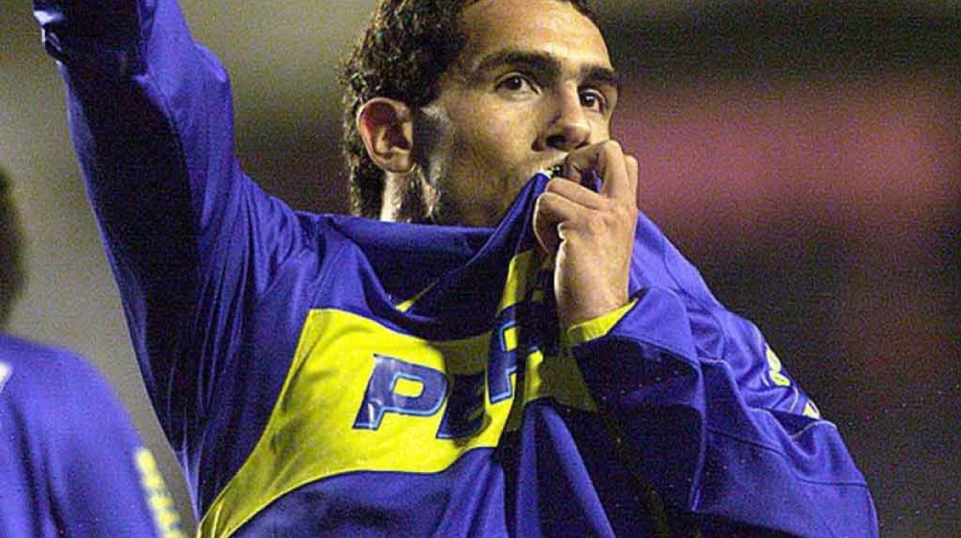 Historias trágicas de futbolistas. 'El Apache' cobrando un tiro libre con su club: Boca Juniors