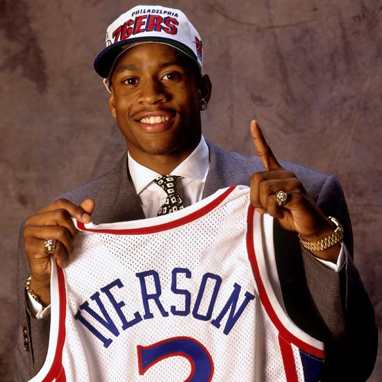 Allen Iverson, un número uno del Draft feliz. ballislife.com