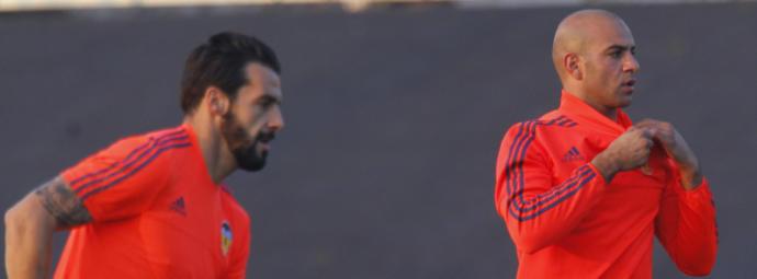 El mercado de fichajes del Valencia 2017-18. Abdennour y Negredo son dos jugadores a los que el club busca salida. Superdeporte.es