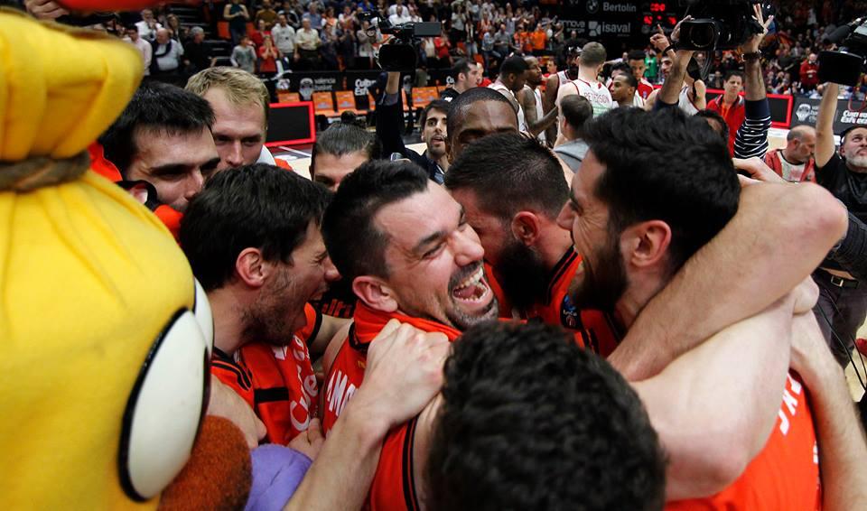 Valencia Basket Campeón ACB 2017. La alegría del campeón. Fuente: apuestasbaloncesto.com