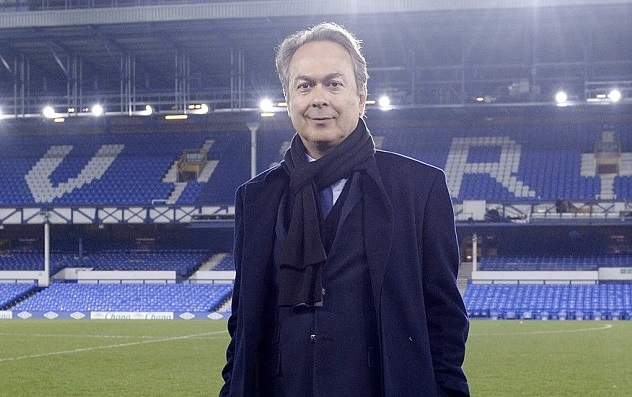 Everton de Ronald Koeman. Farhad Moshiri sobre el césped de Goodison. dailymail.co.uk