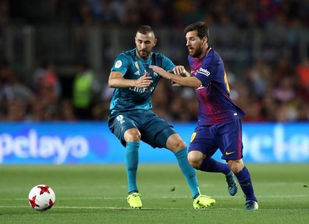 Análisis táctico Barcelona vs Real Madrid Supercopa. El balance ofensivo del Barça dependía, una vez más, de Messi. Aquí tratando de irse de Benzema. (Imagen: RTRPIX, marca.com).