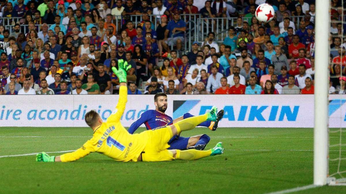 Análisis táctico Barcelona vs Real Madrid Supercopa. Momento en el que Piqué introduce el balón en su propia portería.