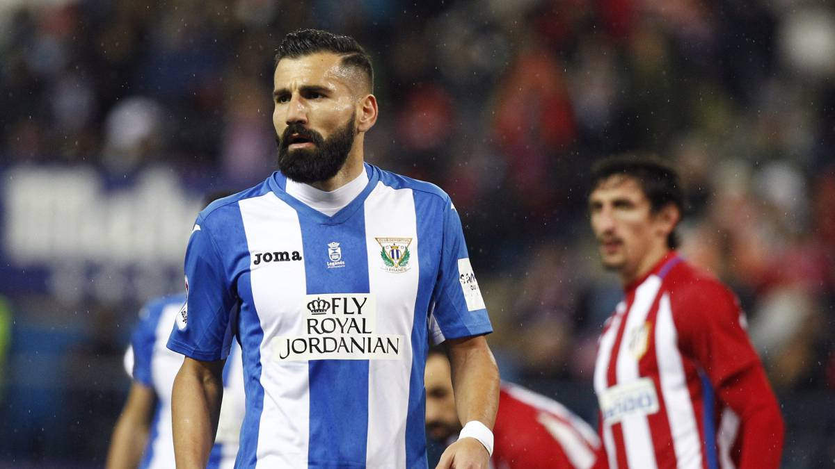 Siovas en un partido contra el Atlético de Madrid. Fuente: www.as.com