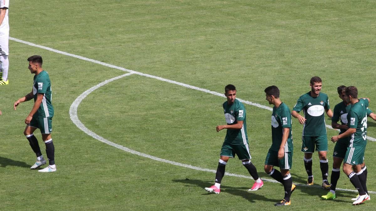 Mal inicio del Betis de Setién. El conjunto verdiblanco celebra el gol que le daba su segunda victoria en la pretemporada.