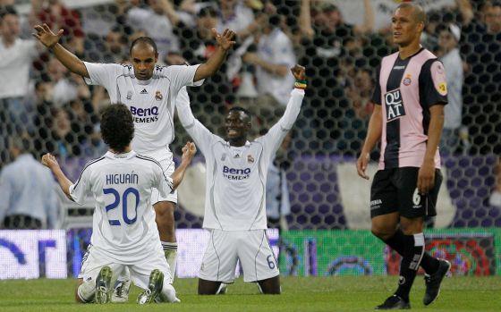 La liga de las remontadas. Higuain, Emerson y Diarra celebran la increíble remontada ante el Espanyol.