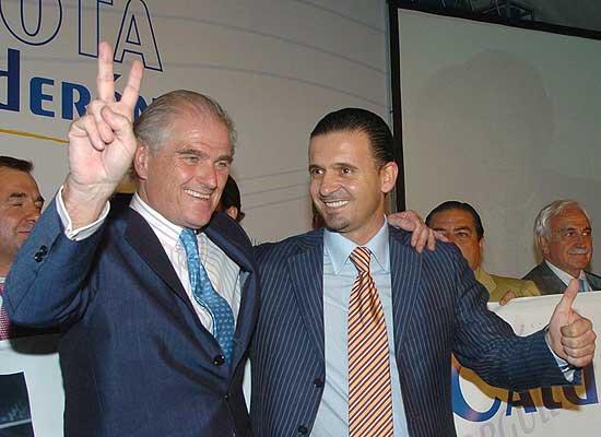La liga de las remontadas. Calderón y Mijatovic, celebrando su victoria electoral.