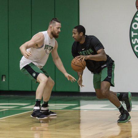 Horford y Baynes, los pivots de Celtics.