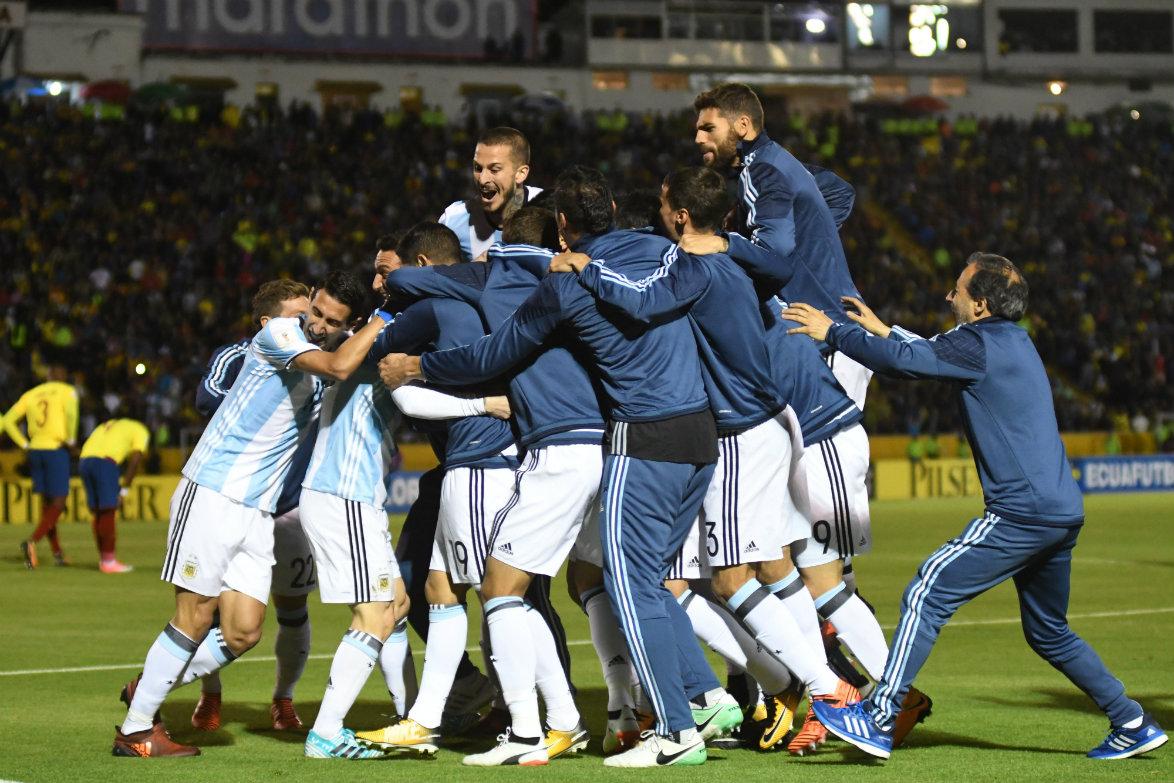 Clasificados al mundial. Argentina celebra el pasaje directo a Rusia 2018. Eluniverso.com