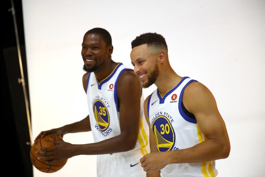 Golden State Warriors 2018-18. Los dos líderes de los Golden State Warriors, Kevin DUrant y Stephen Curry.