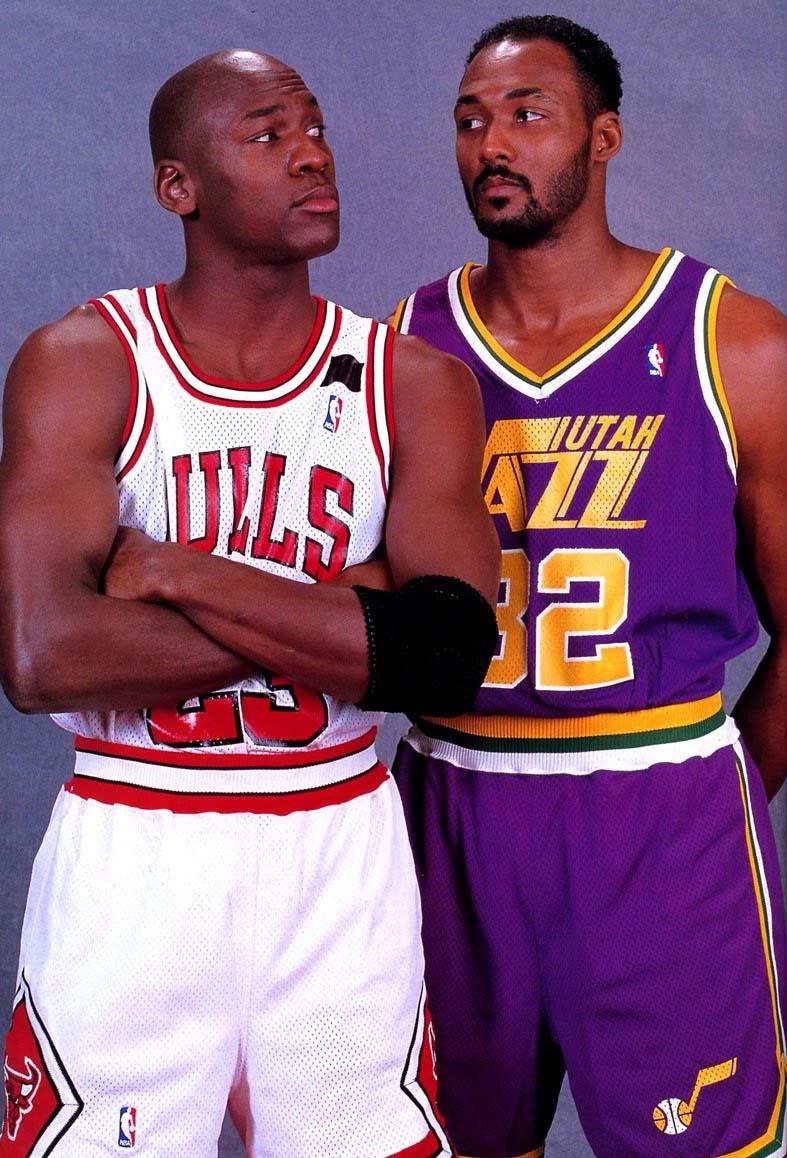 Karl Malone junto a su enemigo Michael Jordan.