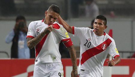Clasificados al Rusia. Paolo Guerrero, celebrando el gol del empate. Peru.com