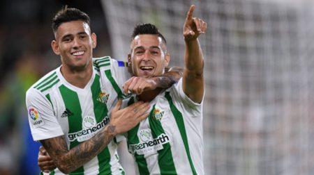 Tonny Sanabria celebra un gol de Sergio León.