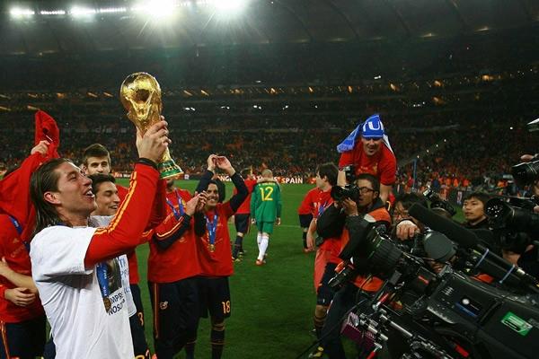 Sergio Ramos celebrando en Sudáfrica del primer mundial en la historia de nuestra selección.
