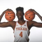 Mohamed Bamba con la camiseta de la Universidad de Texas.