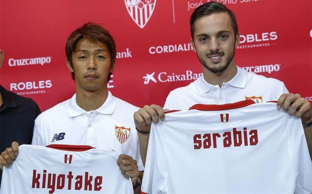Sarabia el día de su presentación con el Sevilla.