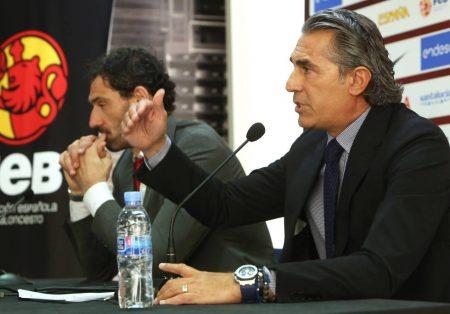 Selección española de baloncesto. Garbajosa y Sergio Scariolo dando la convocatoria