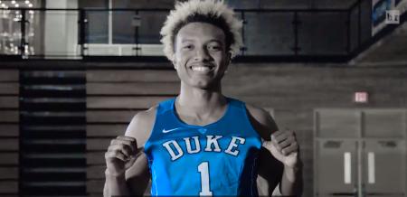 Cómo juega Wendell Carter. Con la camiseta de Duke.