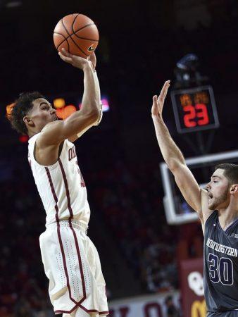 Cómo juega Trae Young. Es, probablemente, el mejor tirador visto en la NCAA desde Stephen Curry.