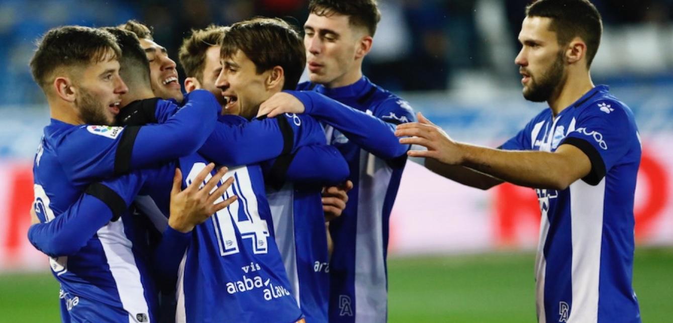 Los jugadores celebran la victoria en Copa del Rey. Grada3.