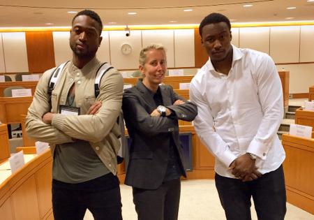 NBA y Harvard: Crossover into Business. La profesora Anita Elberse junto a Dwayne Wade.