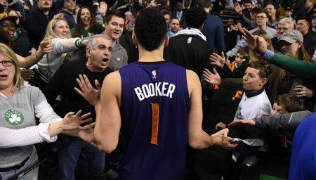 Devin Booker tiene una de las máximas anotaciones en un partidos de baloncesto NBA.