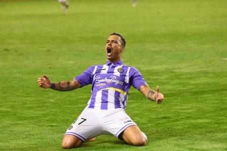Raul de Tomás celebrando un gol con el Real Valladolid durante su cesión al club pucelano.