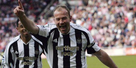 Alan Shearer celebrando uno de los goles anotados con el Newcastle United.