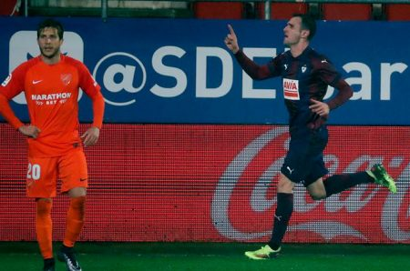 Kike García celebra el gol del empate ante el Málaga.